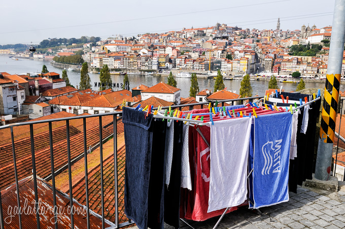 all this good weather brings out the laundry (Porto, Portugal)