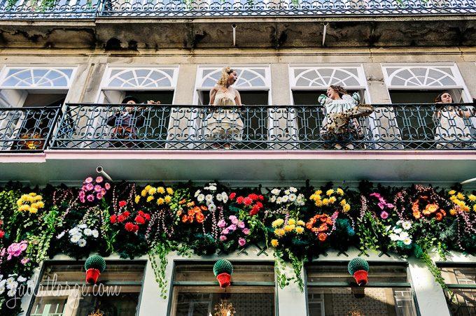 Porto, Granito e Sonho: Street Theatre On Rua Das Flores (1)