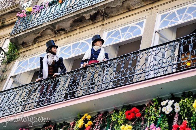 Porto, Granito e Sonho: Street Theatre On Rua Das Flores (4)