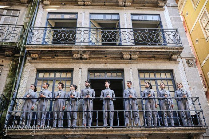 Porto, Granito e Sonho: Street Theatre On Rua Das Flores (6)