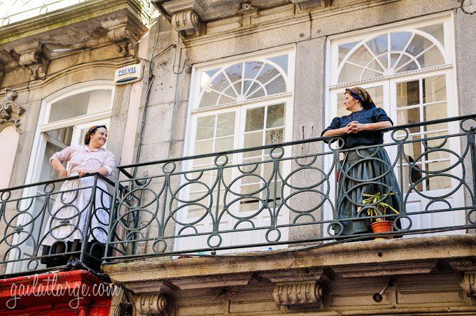Porto, Granito e Sonho: Street Theatre On Rua Das Flores (7)