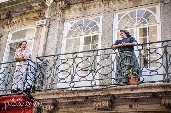 Porto, Granito e Sonho: Street Theatre On Rua Das Flores (8)