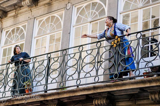 Porto, Granito e Sonho: Street Theatre On Rua Das Flores (9)