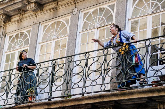 Porto, Granito e Sonho: Street Theatre On Rua Das Flores (10)