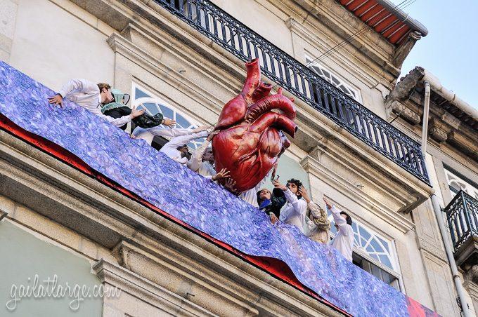 Porto, Granito e Sonho: Street Theatre On Rua Das Flores (11)