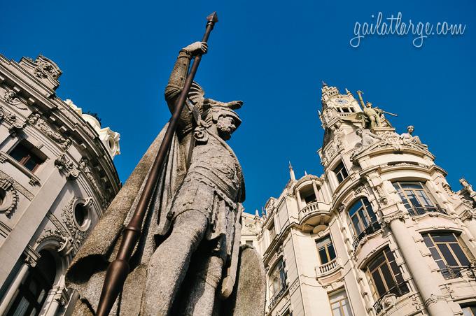 O Porto, A Estátua (The Statue)